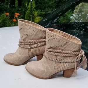 Not rated taupe heeled booties sz 8